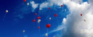 幸せの空に浮かぶ風船